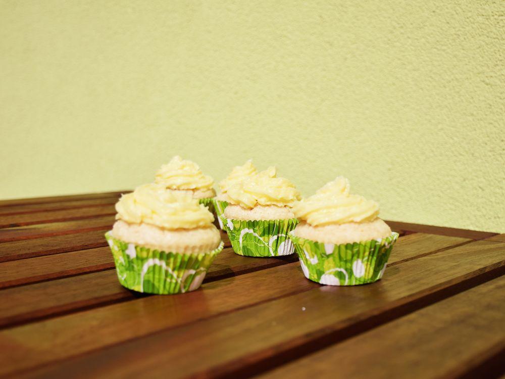 Wer möchte noch vegane Limetten-Kokos-Cupcakes? Sommergenuss - Rezept - Dessert - Vegan
