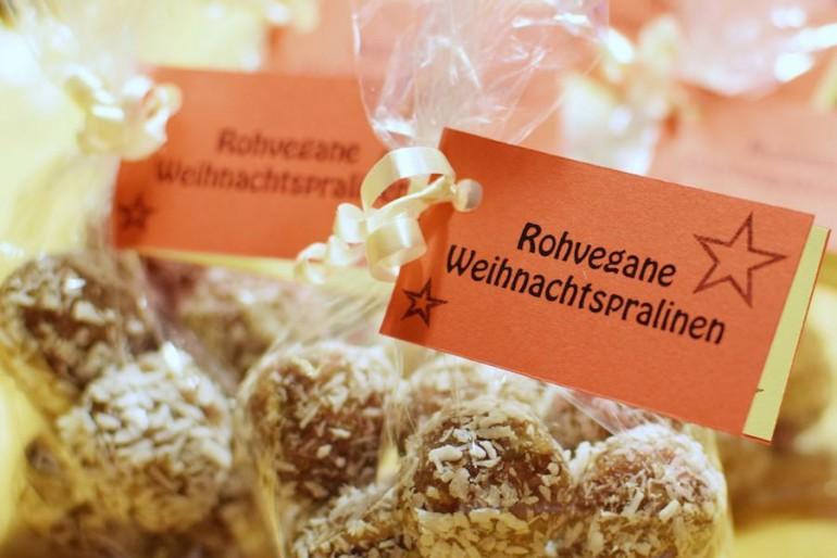 Rohvegane Weihnachtspralinen zum 1. Blog-Geburtstag!
