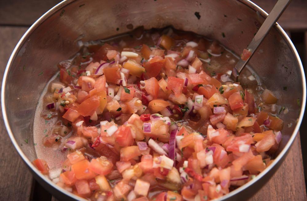 Salsa für gegrillte gefüllte Avocados